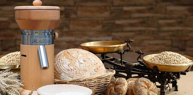 Moulins à grains originaux de Salzbourg avec meule en granit et chambre de broyage en bois